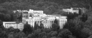 Greenbrier_resort_full_view_up_medium
