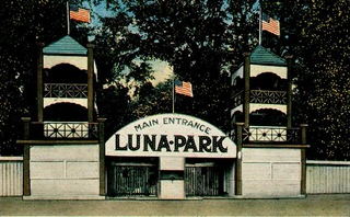 Lunaparkpostcard_medium