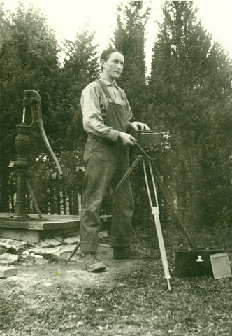 Walter_aegerter_with_camera_standard