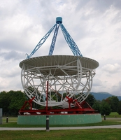 Green_banks_-_grote_reber_radio_telescope_medium