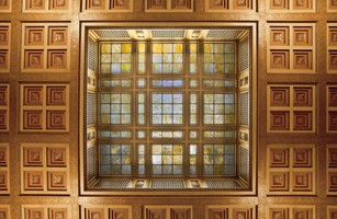 Supremecourt_ceiling_and_skylight_medium